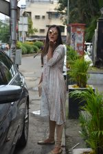 Pooja Hegde spotted at bandra on 27th Aug 2018 (14)_5b84fecade150.JPG