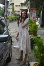 Pooja Hegde spotted at bandra on 27th Aug 2018 (17)_5b84fed222219.JPG