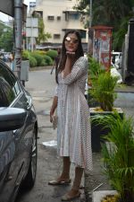 Pooja Hegde spotted at bandra on 27th Aug 2018 (18)_5b84fed48ceb2.JPG