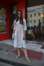 Pooja Hegde spotted at bandra on 27th Aug 2018 (5)_5b84feb820754.JPG