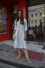Pooja Hegde spotted at bandra on 27th Aug 2018 (9)_5b84fec0d892f.JPG