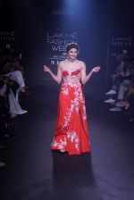 Prachi Desai walk the ramp for 6 degree studio Show at lakme fashion week on 27th Aug 2018 (150)_5b84f2ca78976.JPG