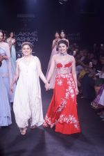 Prachi Desai walk the ramp for 6 degree studio Show at lakme fashion week on 27th Aug 2018 (160)_5b84f2e096868.JPG