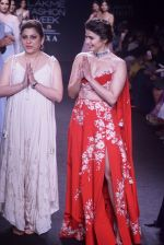 Prachi Desai walk the ramp for 6 degree studio Show at lakme fashion week on 27th Aug 2018 (162)_5b84f2e6be089.JPG
