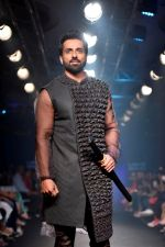 Sonu Sood at Lakme Fashion Week STUDIO on 27th Aug 2018 (291)_5b84eed1bbaf0.JPG