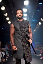 Sonu Sood at Lakme Fashion Week STUDIO on 27th Aug 2018 (292)_5b84eed6ccc14.JPG