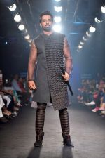 Sonu Sood at Lakme Fashion Week STUDIO on 27th Aug 2018 (295)_5b84eedeb8425.JPG