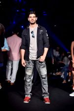 Sooraj Pancholi at Lakme Fashion Week STUDIO on 27th Aug 2018 (184)_5b84eee50a2f5.JPG