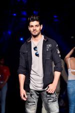 Sooraj Pancholi at Lakme Fashion Week STUDIO on 27th Aug 2018 (188)_5b84eeee1998c.JPG
