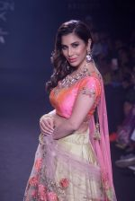 Sophie Choudry walk the ramp for 6 degree studio Show at lakme fashion week on 27th Aug 2018