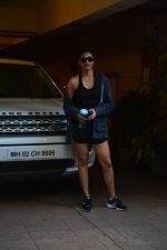 Daisy Shah spotted at bandra on 29th Aug 2018 (10)_5b878e8942579.JPG