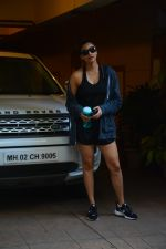 Daisy Shah spotted at bandra on 29th Aug 2018 (14)_5b878e92e68b8.JPG