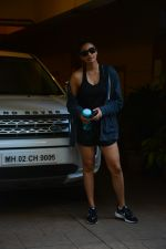 Daisy Shah spotted at bandra on 29th Aug 2018 (15)_5b878e94bb208.JPG