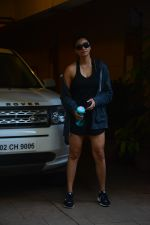Daisy Shah spotted at bandra on 29th Aug 2018 (17)_5b878e983af34.JPG