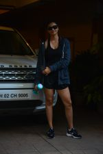 Daisy Shah spotted at bandra on 29th Aug 2018 (19)_5b878e9c040fb.JPG