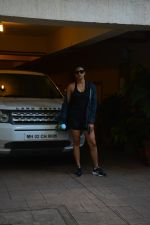 Daisy Shah spotted at bandra on 29th Aug 2018 (5)_5b878e7e680d4.JPG