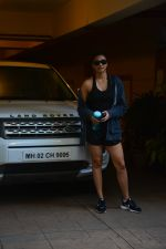 Daisy Shah spotted at bandra on 29th Aug 2018 (9)_5b878e8739e64.JPG