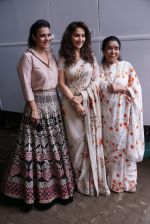 Asha Bhosle, Kajol, Madhuri Dixit On The Sets Of Colors Show Dance Deewane In Filmcity Goregaon on 30th Aug 2018 (23)_5b88f391681d2.jpg