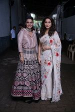 Madhuri Dixit, Kajol On The Sets Of Colors Show Dance Deewane In Filmcity Goregaon on 30th Aug 2018 (13)_5b88f371eb2be.jpg