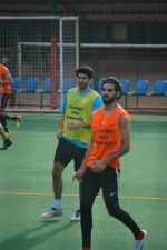 Aditya Roy Kapoor Playing Football At Bandra on 2nd Sept 2018 (4)_5b8cfa113fe09.JPG