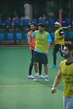 Aditya Roy Kapoor Playing Football At Bandra on 2nd Sept 2018 (5)_5b8cfa1391c0a.JPG