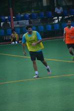 Aditya Roy Kapoor Playing Football At Bandra on 2nd Sept 2018 (7)_5b8cfa184c9e6.JPG