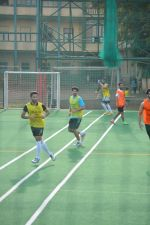 Aditya Roy Kapoor Playing Football At Bandra on 2nd Sept 2018 (9)_5b8cfa1e064f2.JPG