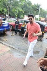 Armaan Malik Spotted At Bastian Bandra on 1st Sept 2018 (11)_5b8cf6ff8dd5b.JPG