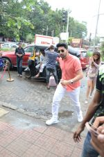 Armaan Malik Spotted At Bastian Bandra on 1st Sept 2018 (12)_5b8cf701ebb4c.JPG