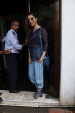 Sophie Choudry Spotted At Bandra on 1st Sept 2018 (2)_5b8cf773657d5.JPG