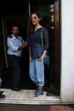 Sophie Choudry Spotted At Bandra on 1st Sept 2018 (4)_5b8cf77c9d030.JPG
