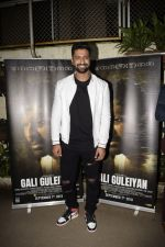 Vicky Kaushal at the Screening Of Film Gali Guleiyan At Sunny Sound on 3rd Sept 2018 (26)_5b8e229d8ad8f.JPG