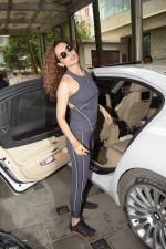 Kangana Ranaut spotted at Ganesh Acharya_s dance studio in Andheri on 4th Sept 2018 (21)_5b8f7302875a5.JPG