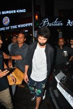 Shahid Kapoor spotted at Bastian bandra on 4th Sept 2018 (4)_5b8f7d6408958.JPG