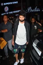 Shahid Kapoor spotted at Bastian bandra on 4th Sept 2018 (5)_5b8f7d662d88a.JPG
