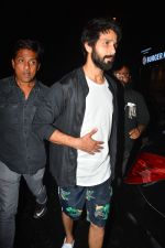 Shahid Kapoor spotted at Bastian bandra on 4th Sept 2018 (7)_5b8f7d69b4ad5.JPG