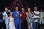 Varun Dhawan, Anushka Sharma, Manish Paul, Sonu Kakkar, Anu Malik, Vishal Dadlani on the sets of Indian Idol in Yashraj Studio, Andheri on 4th Sept 2018 (23)_5b8f78c6005ce.JPG