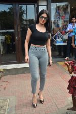 Sherlyn chopra spotted at Bastian bandra on 5th Sept 2018 (15)_5b90d7ef35845.JPG