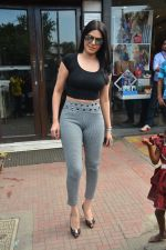 Sherlyn chopra spotted at Bastian bandra on 5th Sept 2018 (16)_5b90d7f17e82b.JPG