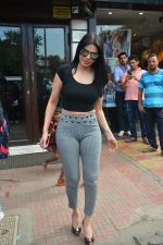 Sherlyn chopra spotted at Bastian bandra on 5th Sept 2018 (6)_5b90d7dac20e4.JPG