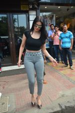 Sherlyn chopra spotted at Bastian bandra on 5th Sept 2018 (7)_5b90d7dd03282.JPG