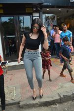 Sherlyn chopra spotted at Bastian bandra on 5th Sept 2018 (9)_5b90d7e132730.JPG