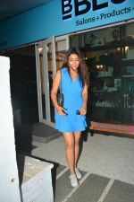 Shriya Saran spotted at Bblunt salon in bandra on 5th Sept 2018 (6)_5b90d7f0cea44.JPG
