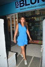 Shriya Saran spotted at Bblunt salon in bandra on 5th Sept 2018 (7)_5b90d7f3083ef.JPG