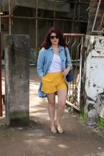 Twinkle Khanna at kromakay salon in juhu on 5th Sept 2018 (7)_5b90d80e36a05.jpg