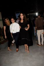 Kim Sharma at the Screening Of Paltan on 6th Sept 2018 (14)_5b922076c2095.JPG