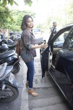 Swara Bhaskar spotted at salon in juhu on 7th Sept 2018 (13)_5b9380d838d0a.JPG