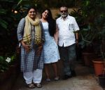 Pankaj Kapoor , Supriya Pathak & daughter Sanah Kapoor at Shahid Kapoor_s house in juhu on 7th Sept 2018 (5)_5b93833fc5908.jpg