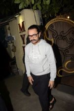 Aamir Khan Spotted At Myrah Juhu on 9th Sept 2018 (5)_5b975db42c4a9.JPG