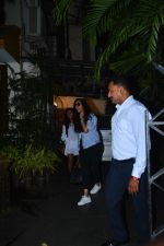 Deepika Padukone spotted at a salon in bandra on 11th Sept 2018 (8)_5b98bcb9d64ab.JPG